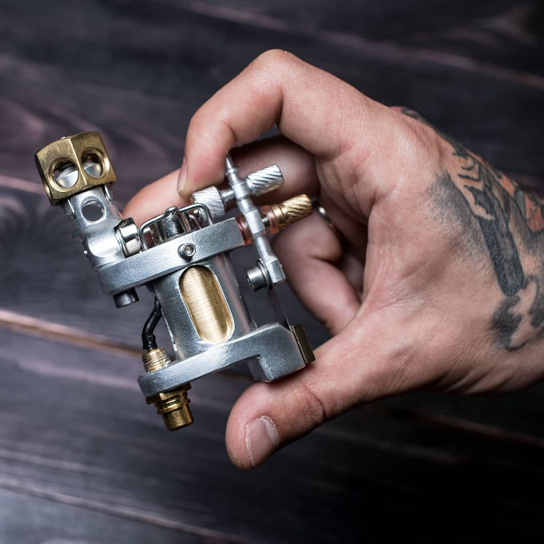 Какой должна быть машинка для начинающих татуировщиков